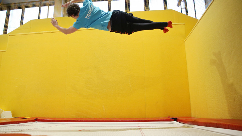Freestyle a Trampoline wall